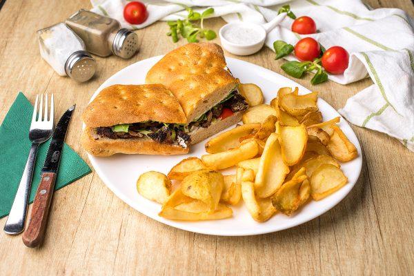 Sandwich cu muschi de vita Zone Cafe
