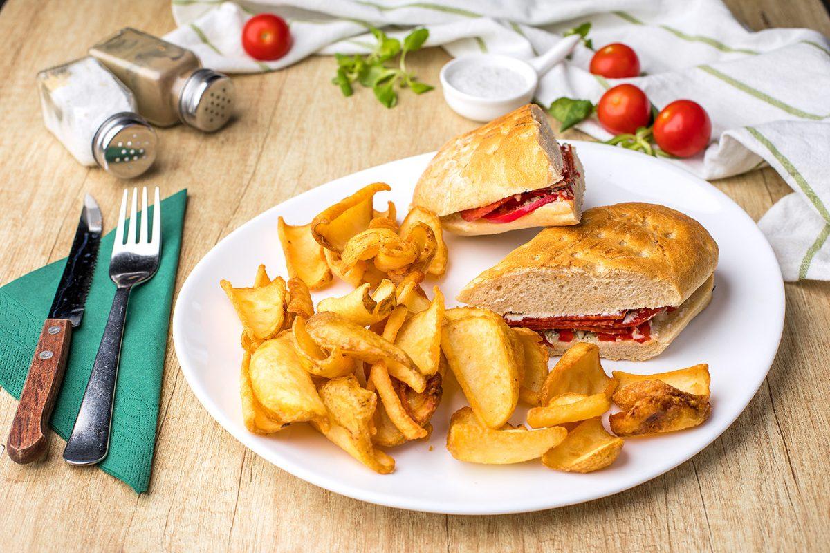 Sandwich cu salam picant Zone Cafe
