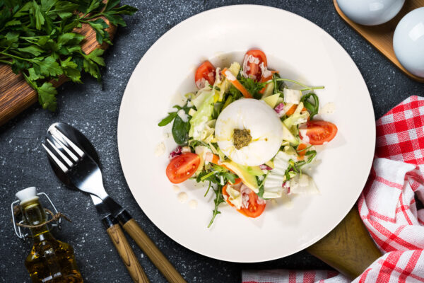 salata cu branza burrata